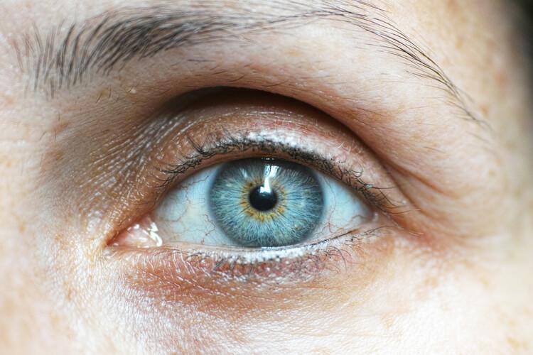 Tratamiento de rejuvenecimiento de mirada